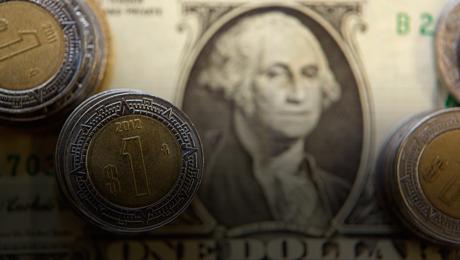 Primera gran devaluación del peso frente al dólar
