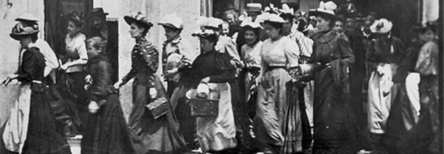 -Sortida dels obrers de la fàbrica (Louis Lumière)