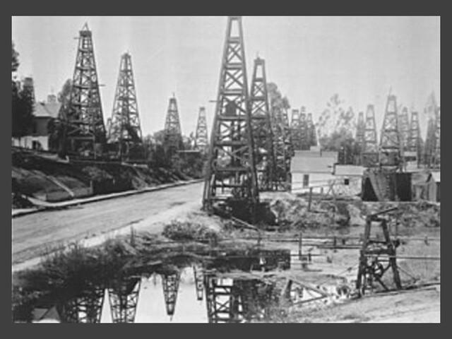 Se recuperó la actividad económica por la vía primaria-exportadora Auge de la industria petrolera se debió al aumento de las reservas mexicanas y al aumento de la demanda internacional.