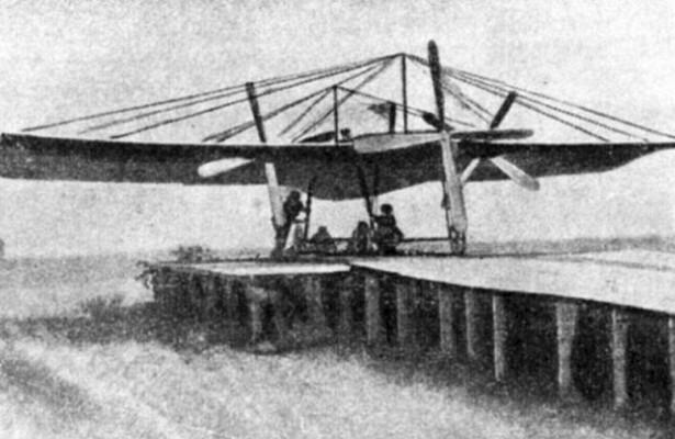 Первый моноплан с двигателями