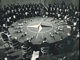 Se crea la OTAN