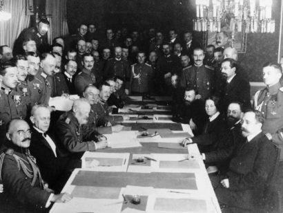 Tractat de Brest-Litovsk (Rússia accepta les condicions d'Alemanya)