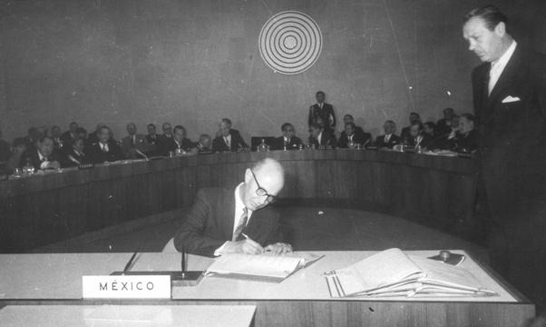 Firma del tratado de Tlatelolco