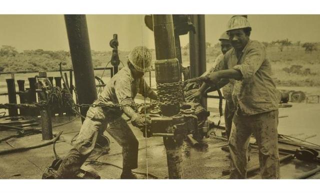 Se descubren importantes yacimientos petroleros