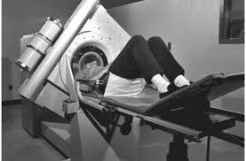 Primer equipo de tomografía