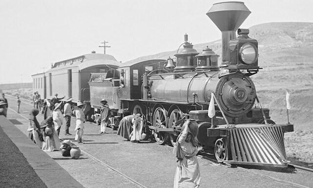 La red ferria constaba de 19000 Km de vía trasportaba alimentos , minerales y personas