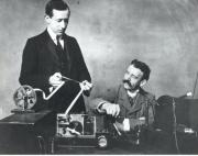 Marconi consigue transmitir una señal de radio