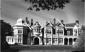 el gobierno británico llamó a Alan Turing para dirigir un equipo en Bletchley Park