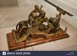 Samuel Finley Breese Morse creo el Primer telégrafo receptor automático de señales