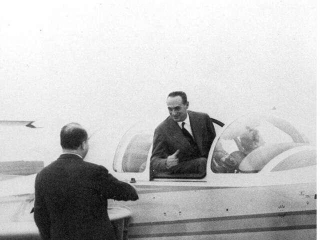 Enrico Mattei, presidente dell'ENI (Ente Nazionale Idrocarburi) muore in un incidente aereo e le cause non saranno mai chiarite