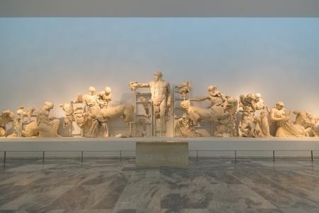 Grecia. Frontón oeste de Zeus en Olimpia