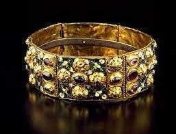 Arte Carolingio. Orfebería. La corona de hierro de los longobardos.