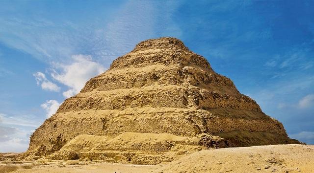Arte Egipcio. Imperio Antiguo. La Pirámide escalonada de Zoser en Saqqara.