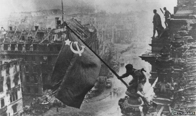 Batalla de Berlín y rendición del Imperio japonés.