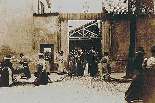 Sortida dels obrers de la fàbrica (Louis Lumière)