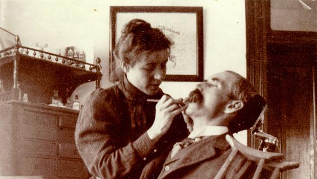 La doctora Lucy Beaman Hobbs fue la primera graduada de un colegio dental en 1866