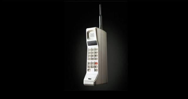 El teléfono celular móvil (Su auge de popularidad fue hasta la década se los 80)