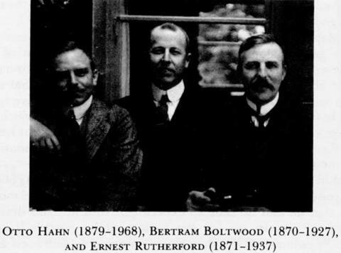 Ernest Rutherford (1871-1937) y  Bertram Boltwood (1870-1927)