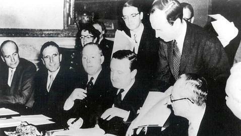 Se firman los acuerdos de Londres.