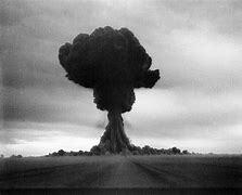 Moscú detona su primer bomba nuclear de fisión.