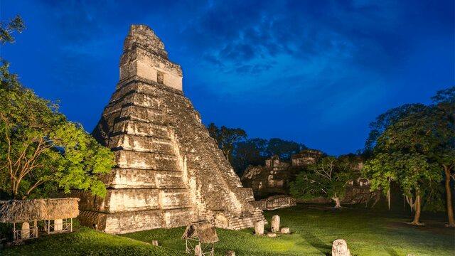 Construcción del Gran Jaguar de Tikal