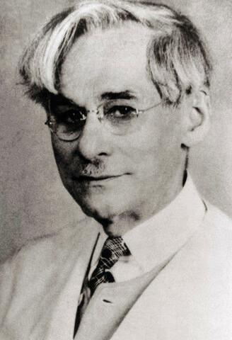 Phoebus Aaron Theodor Levene propone que la nucleína de los animales era ADN y vegetales ARN