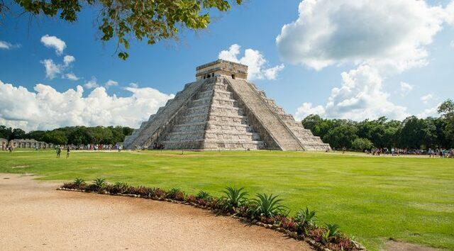 Construcciones en Yucatán (800 - 900 d. C)