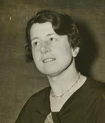 Dorothy Wrinch observó que la información genética era linea