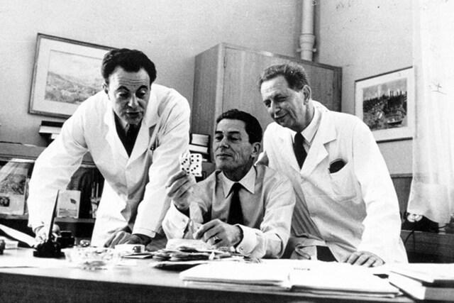 François Jacob y Jacques Lucien Monod demuestran la existencia de genes  en forma de operones