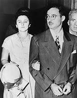 Los esposos Julius y Ethel Rosenber son ejecutados en la silla eléctrica.