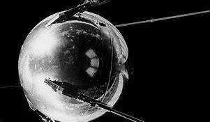 La URSS pone en órbita el primer satélite artificial