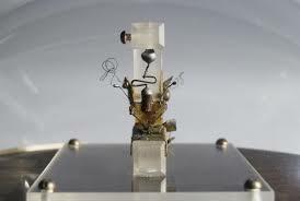 Primer transistor.