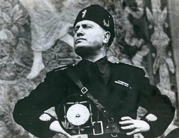 Mussolini es capturado por partisanos y posteriormente ejecutado.