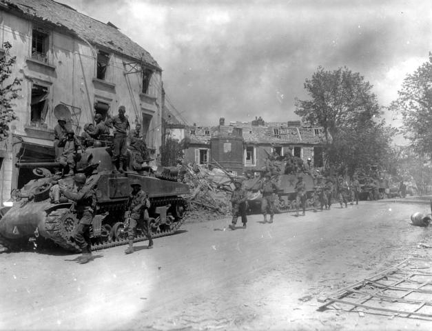 Comienza la Operación Cobra: ofensiva aliada para romper las defensas alemanas en Normandía.