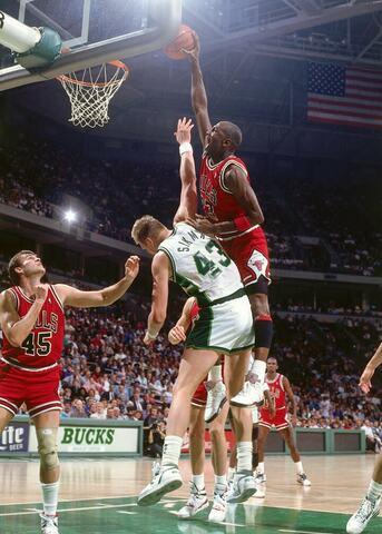 Los Bulls ganan la primera ronda contra los Bucks en el 4º partido