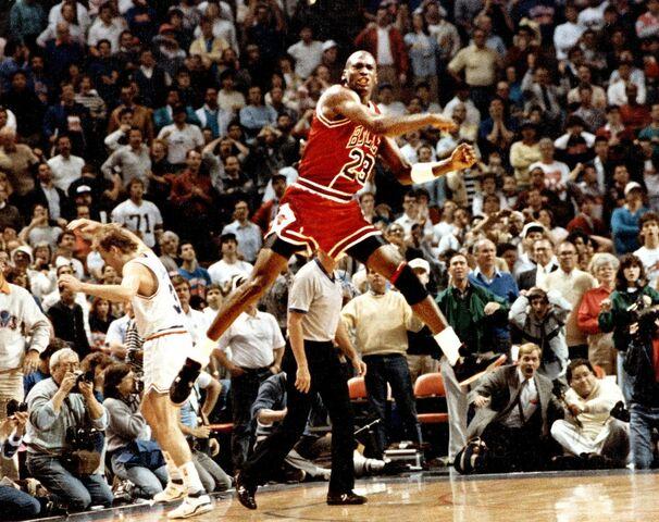 """Jordan gana a los Cavs con el mítico """"The shot"""""""