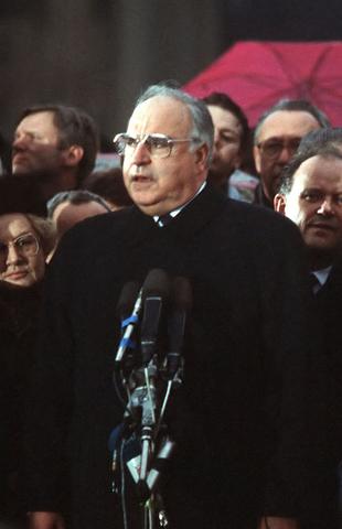 Kohl annuncia libere elezioni per le Assemblee Costituenti nei paesi dello Zollverein