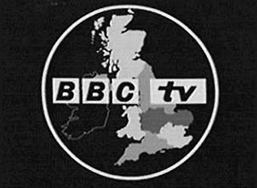 La BBC y la CBS efectúan las primeras emisiones públicas de televisión.