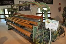 Edmund Cartwright inventa el telar mecánico.