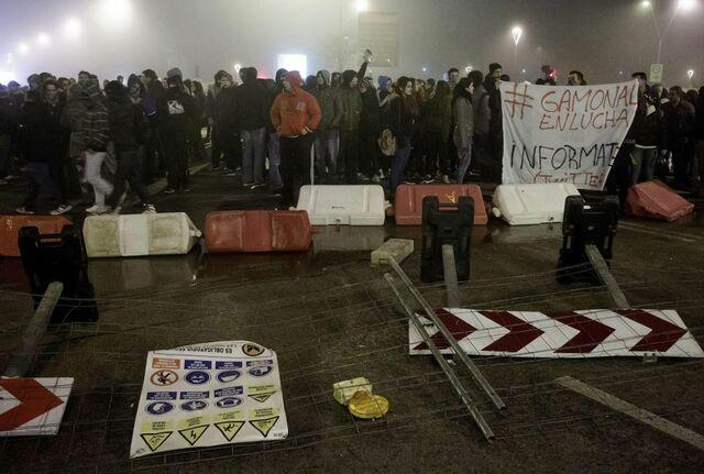 Más manifestaciones y actos vandálicos por la noche