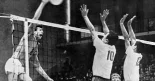 El voleibol fue introducido en los Juegos Olímpicos en Tokio.