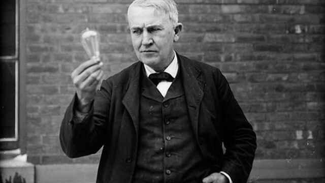 Thomas Alva Edison fabrica una bombilla, que lució 48 horas ininterrumpidamente.
