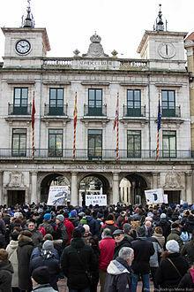 Pleno extraordinario, manifestación y cese definitivo del proyecto