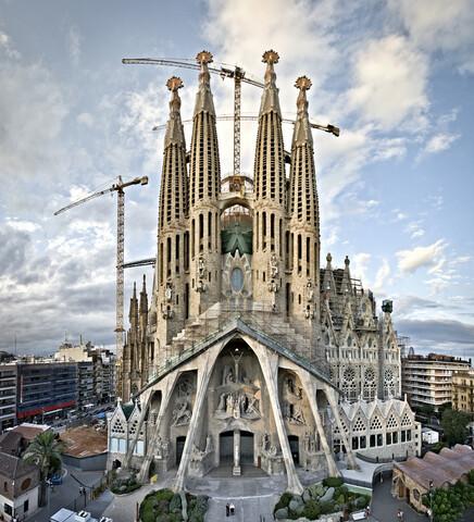 Comienza la construcción del templo de la Sagrada Familia de barcelona