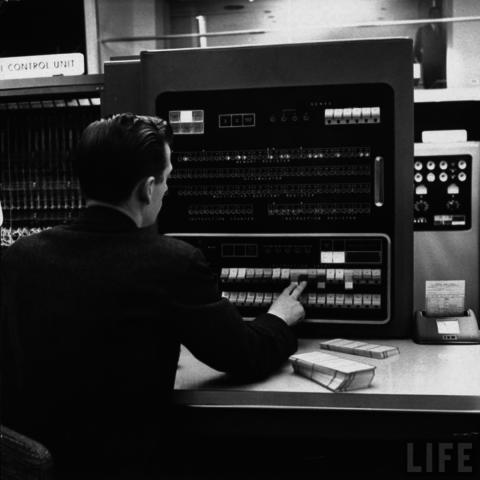 Desarrollo de la IBM 701