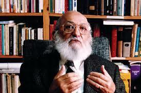 Paulo R. Freire (Brasileño, Socialista)