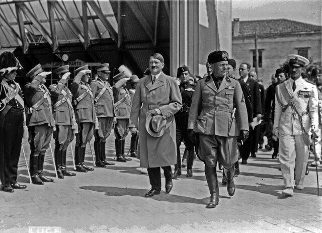 Mussolini meets Hitler.