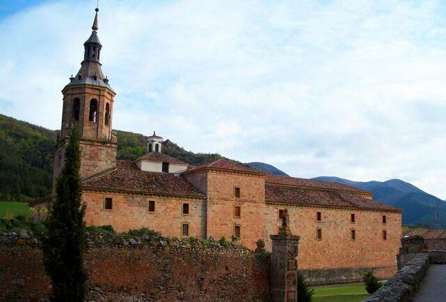 Surgimiento de los monasterios