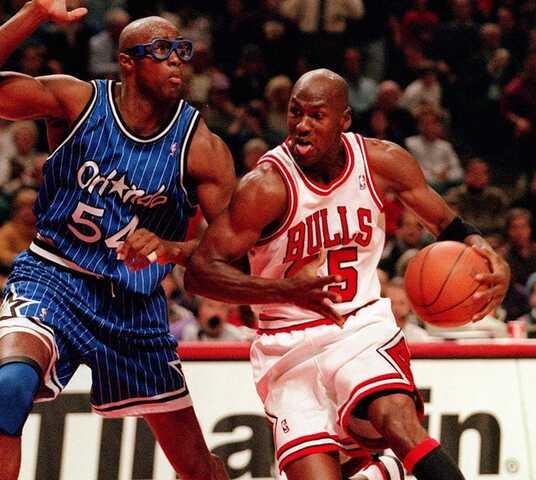 Jordan caen ante los Magic de su ex-compañero Horace Grant