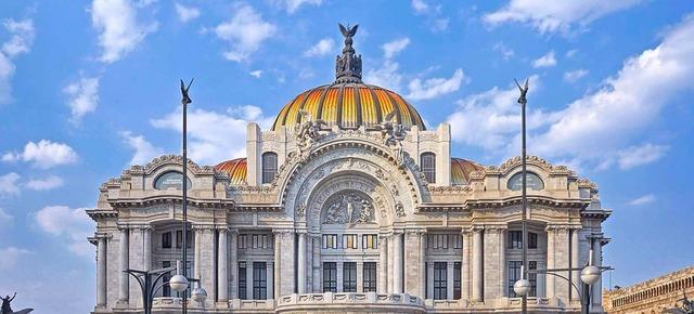 Se inaugura el Palacio de Bellas Artes